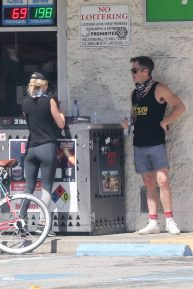 Annabelle Wallis - Bike ride with Chris Pine in Los Angeles