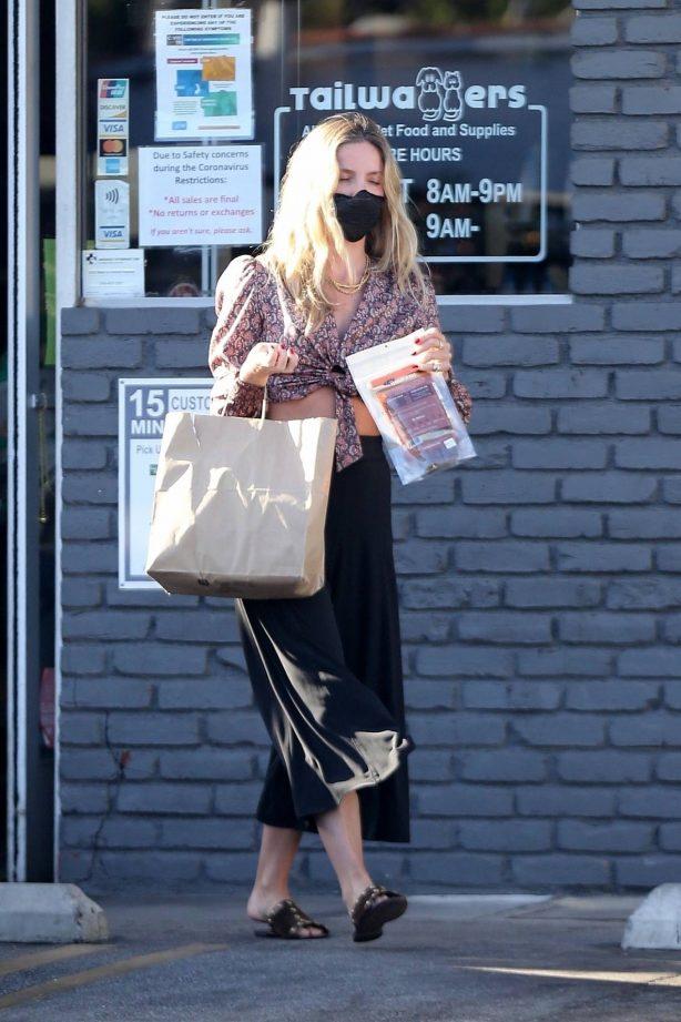 Annabelle Wallis - Shopping at Tailwaggers in Los Feliz