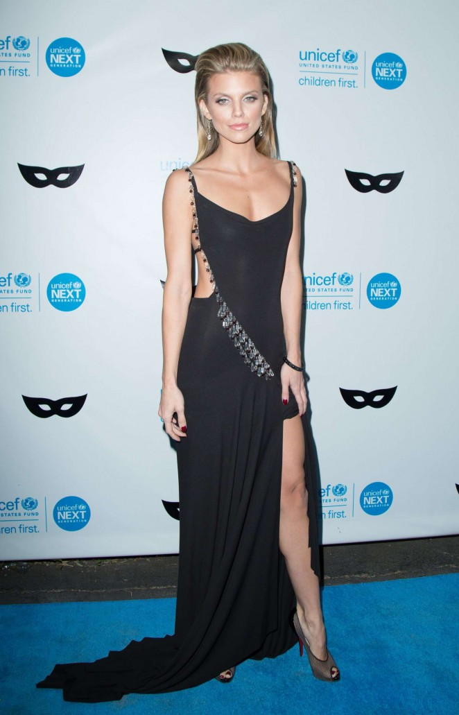 AnnaLynne McCord: 2015 UNICEF Black and White Masquerade Ball -09