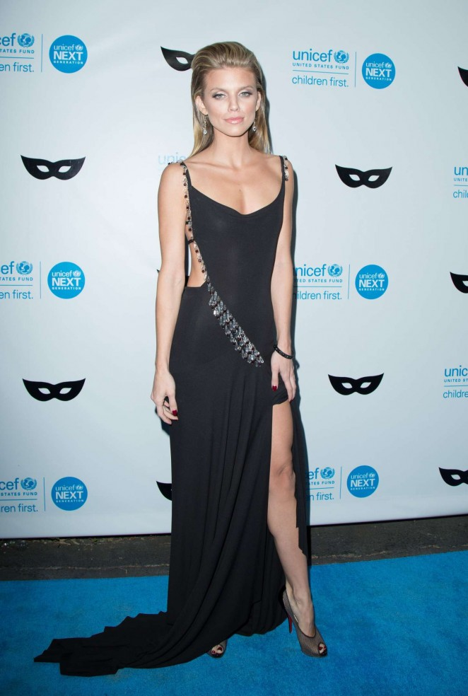 AnnaLynne McCord: 2015 UNICEF Black and White Masquerade Ball -11