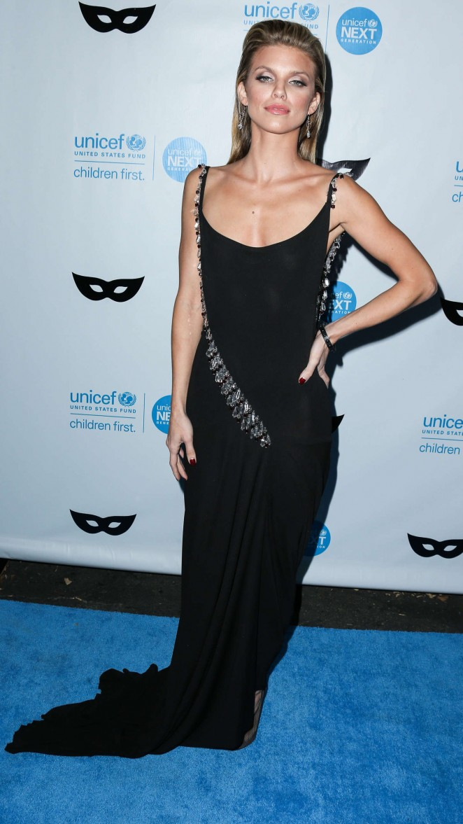 AnnaLynne McCord: 2015 UNICEF Black and White Masquerade Ball -14