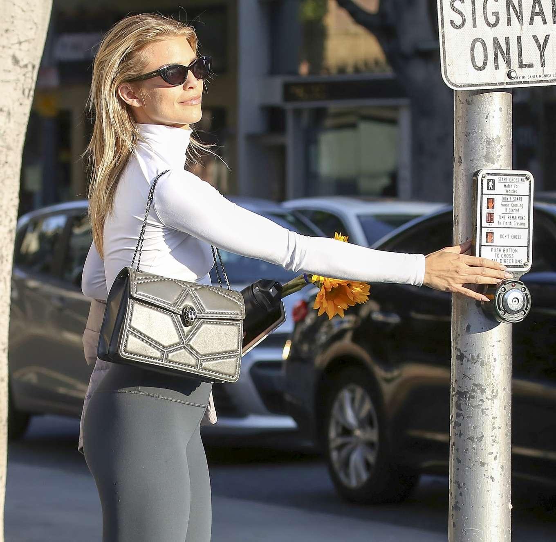 AnnaLynne McCord 2019 : AnnaLynne McCord: Buying flowers in Los Angeles-01