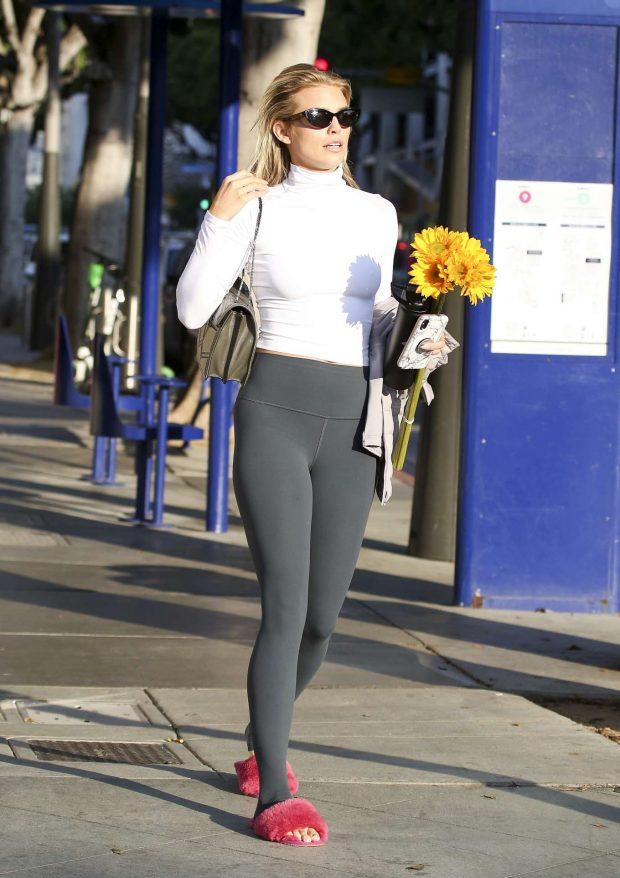 AnnaLynne McCord 2019 : AnnaLynne McCord: Buying flowers in Los Angeles-09