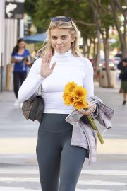 AnnaLynne McCord - Buying flowers in Los Angeles