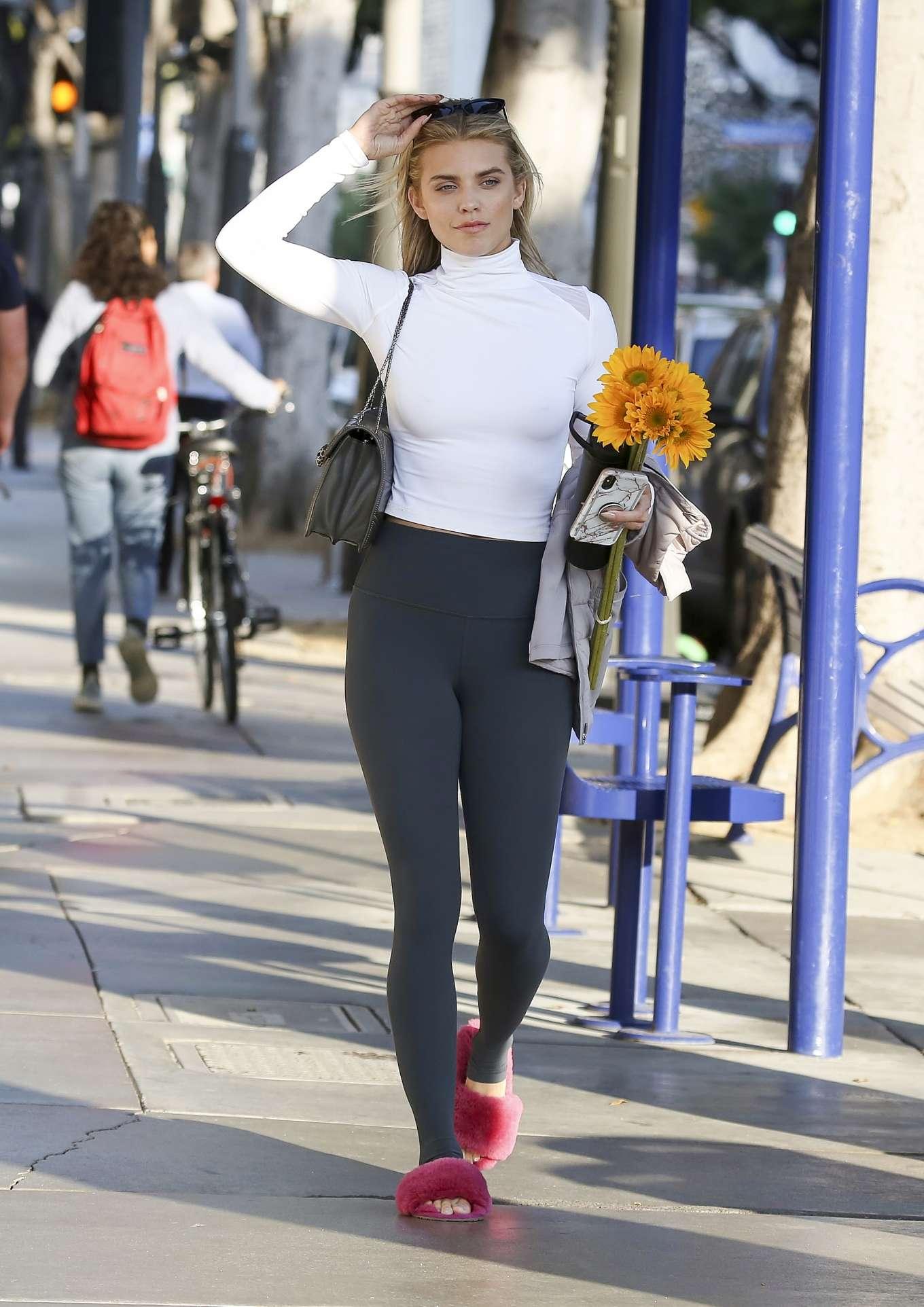 AnnaLynne McCord 2019 : AnnaLynne McCord: Buying flowers in Los Angeles-23