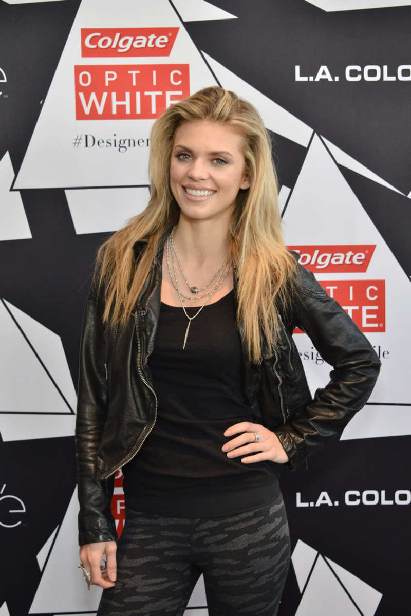AnnaLynne McCord 2016 : AnnaLynne McCord: Colgate Optic White Beauty Bar -01