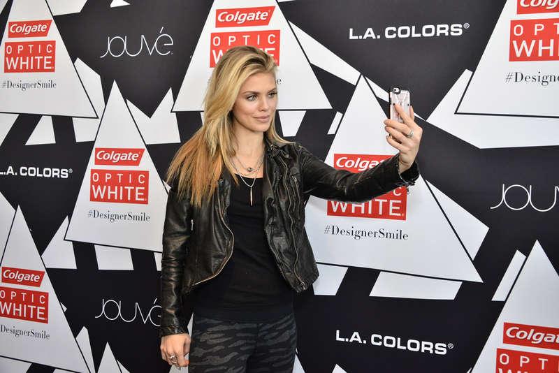 AnnaLynne McCord 2016 : AnnaLynne McCord: Colgate Optic White Beauty Bar -04