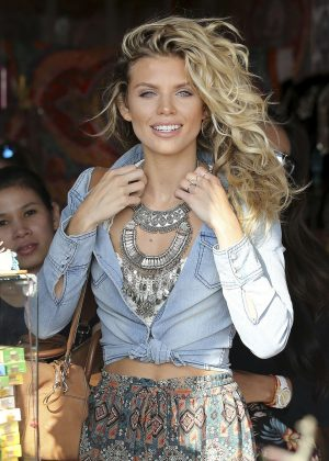 AnnaLynne McCord shopping in Venice Beach