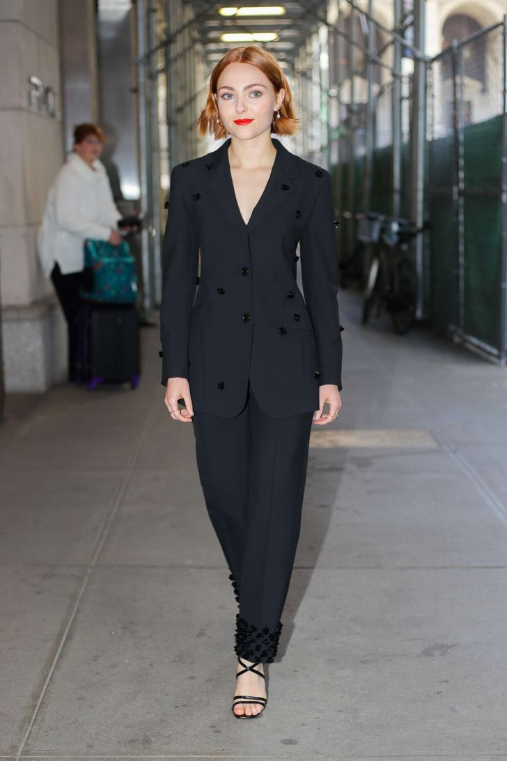 AnnaSophia Robb - Leaving an office in New York City