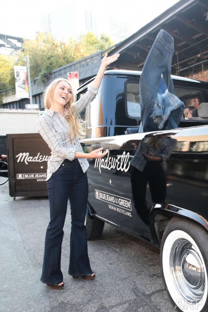 AnnaSophia Robb - Madewell Denim Recycling Drive in NYC