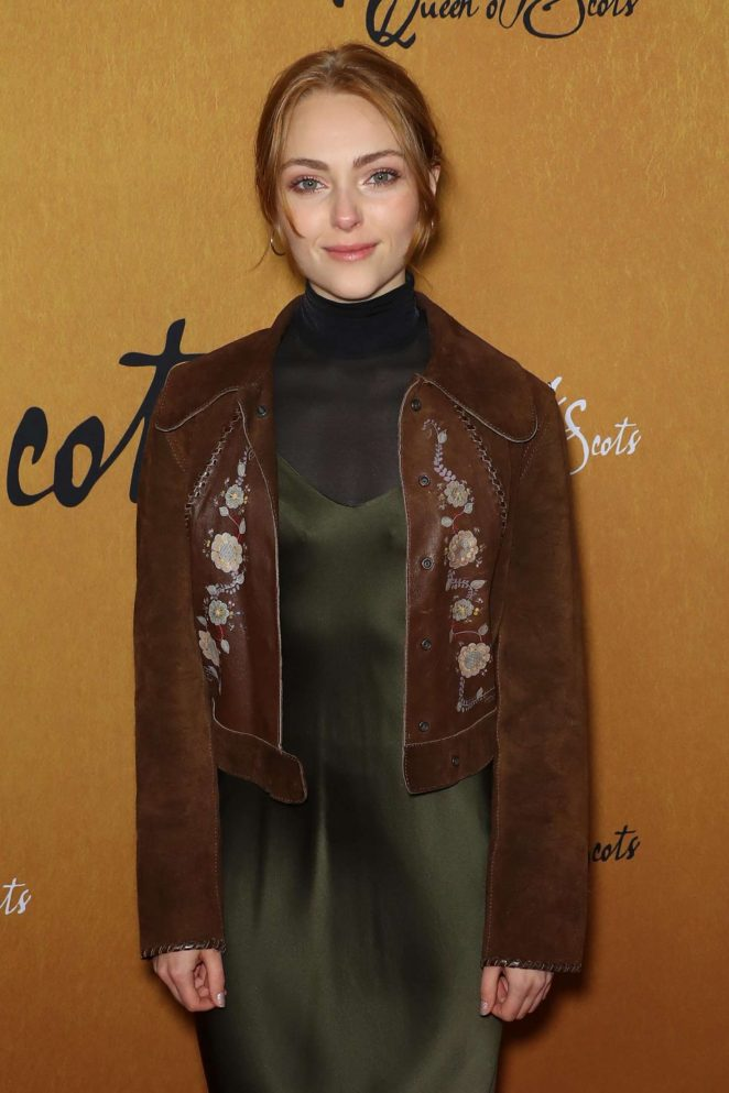 AnnaSophia Robb - 'Mary, Queen of Scots' Premiere in New York