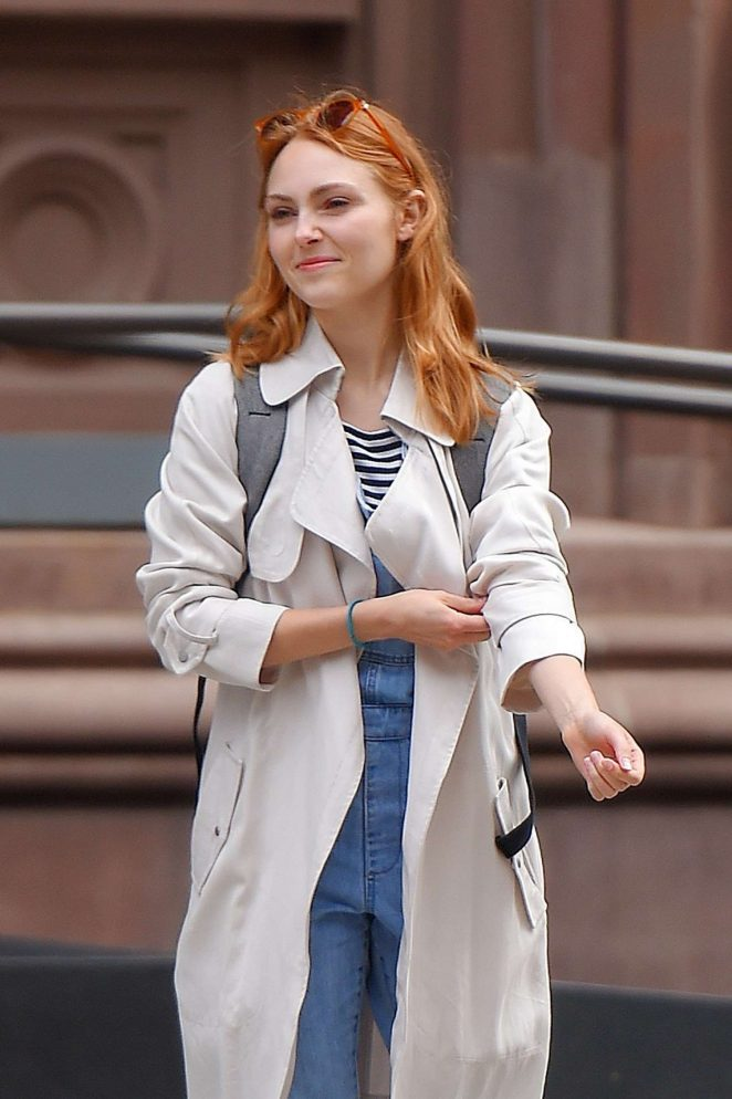 AnnaSophia Robb out in NYC
