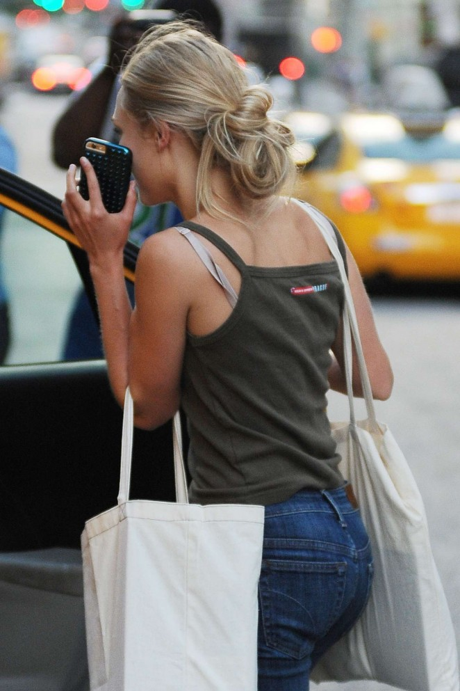 AnnaSophia Robb – Shopping in New York City