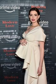 Anne Hathaway - Amazon's Museum Of Modern Love in NYC