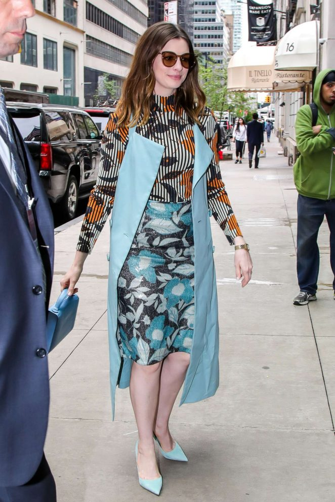Anne Hathaway - Arrives at her Manhattan Hotel in NYC