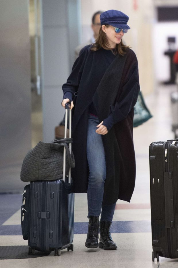 Anne Hathaway: Arrives at JFK Airport-04