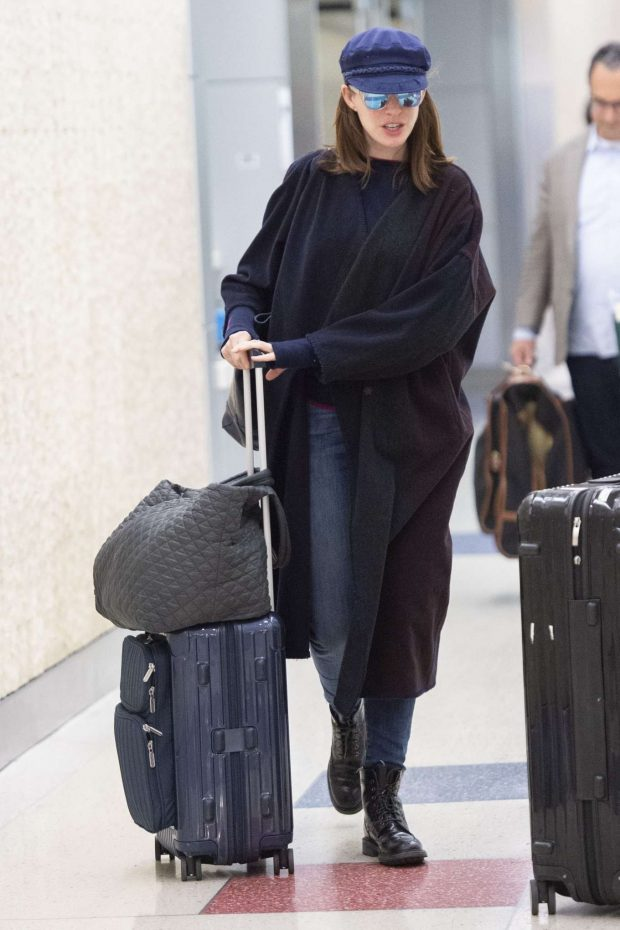 Anne Hathaway - Arrives at JFK Airport in New York City
