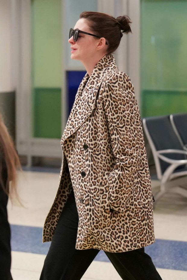 Anne Hathaway - Arrives at JFK Airport in New York