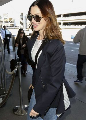 Anne Hathaway - Arrives at LAX Airport in Los Angeles