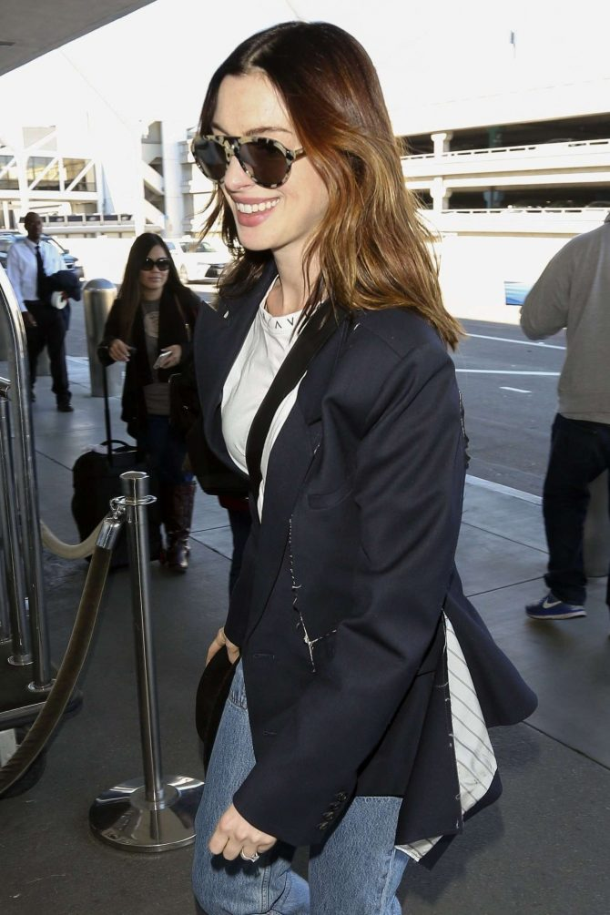 Anne Hathaway – Arrives at LAX Airport in Los Angeles