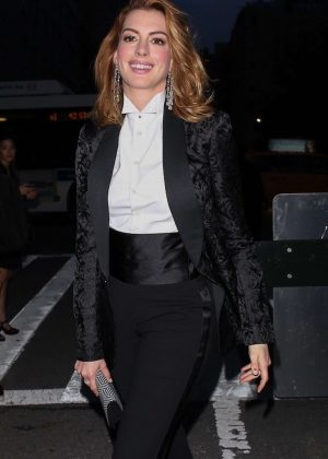 Anne Hathaway at Ralph Lauren Fashion Show - New York Fashion Week in New York City