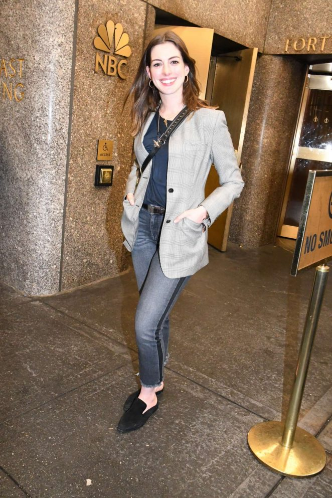 Anne Hathaway - Attends Saturday Night Live Finale in New York City