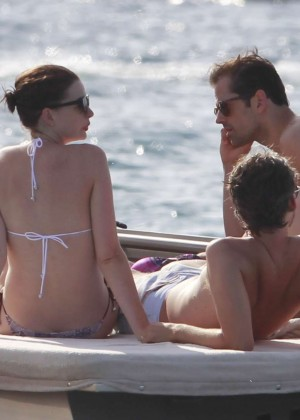 Anne Hathaway in Bikini -10