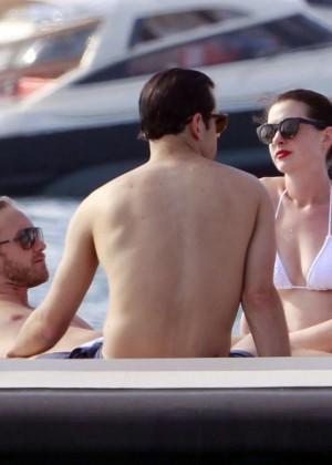Anne Hathaway in Bikini -15