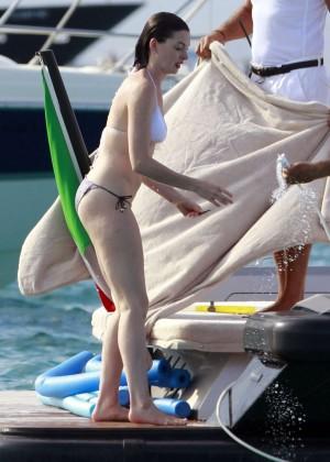 Anne Hathaway in Bikini -18