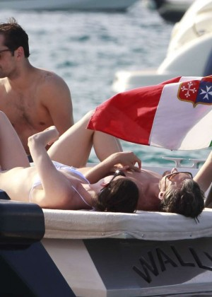 Anne Hathaway in Bikini -23