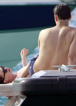 Anne Hathaway in Bikini -28