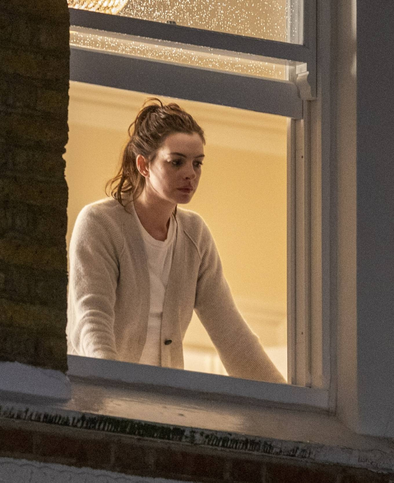 Anne Hathaway - Filming Lockdown movie based on the pandemic in London-13 |  GotCeleb
