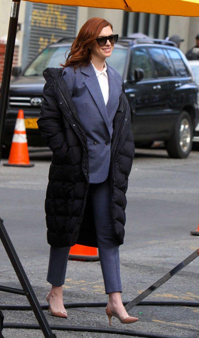 Anne Hathaway - Filming 'Modern Love' set in Queens