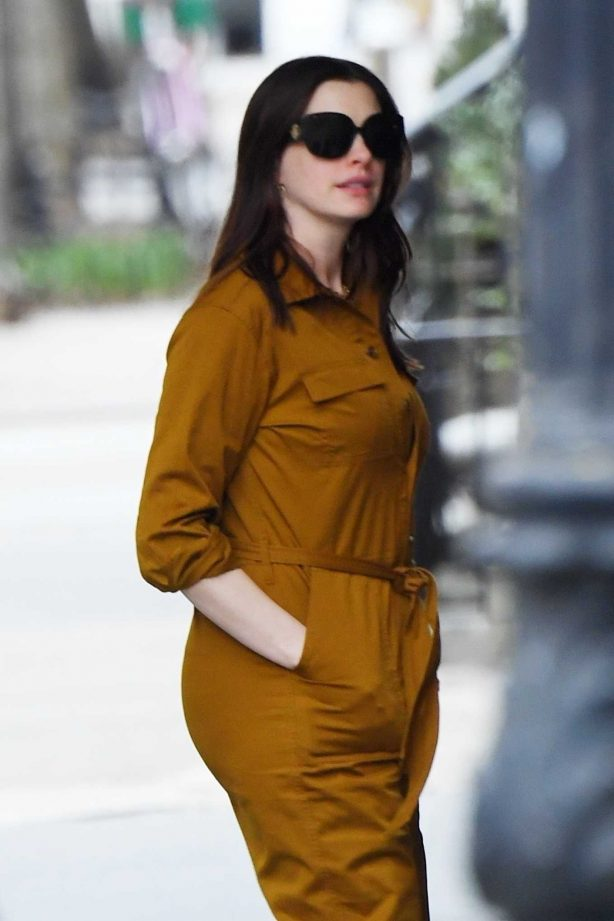Anne Hathaway - Heads out with friends in New York