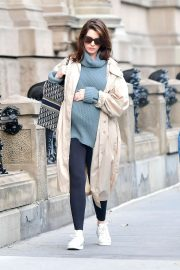 Anne Hathaway - Heads to the park in New York City