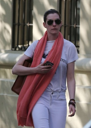 Anne Hathaway - Heads to the theatre in New York