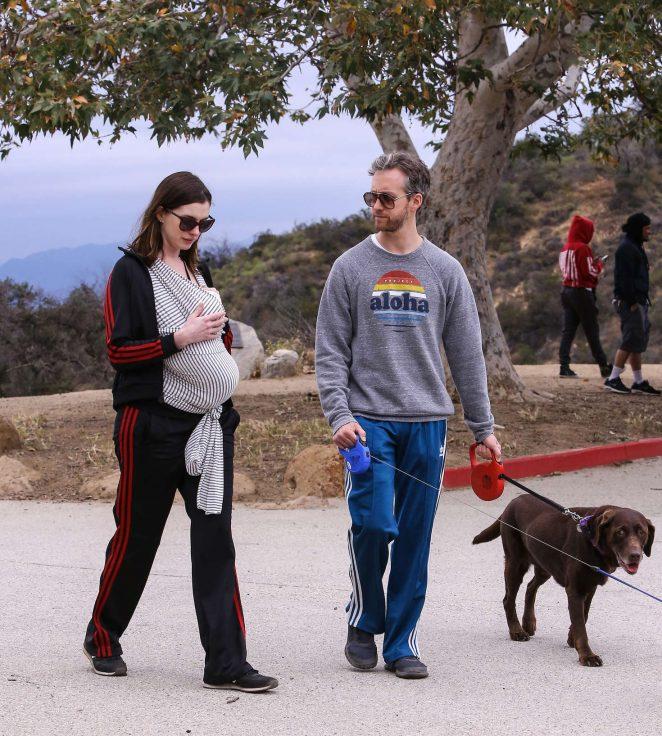 Anne Hathaway: Hiking in Los Angeles -04