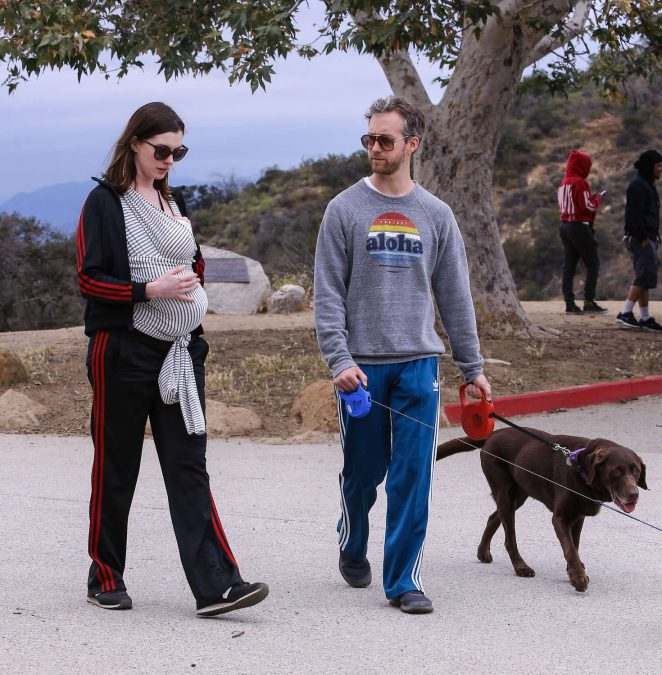 Anne Hathaway: Hiking in Los Angeles -08