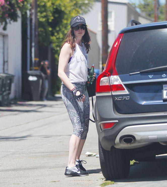 Anne Hathaway In Leggings Leaves A Gym -09