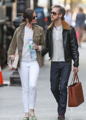 Anne Hathaway in Tight Jeans Out in NYC
