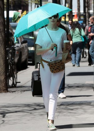 Anne Hathaway: In White Pants Out in NYC-03