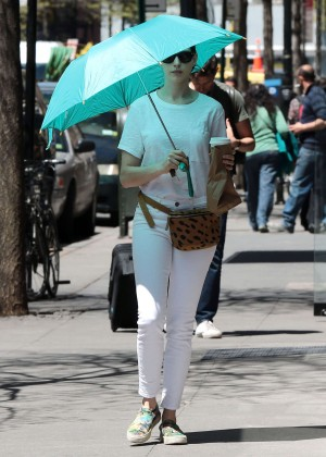 Anne Hathaway: In White Pants Out in NYC-04