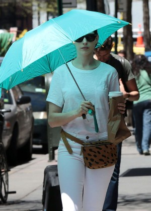 Anne Hathaway: In White Pants Out in NYC-08