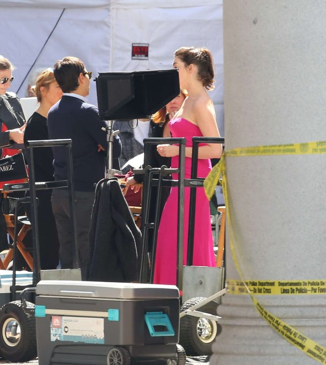 Anne Hathaway on the set of 'Ocean's Eight' in Los Angeles