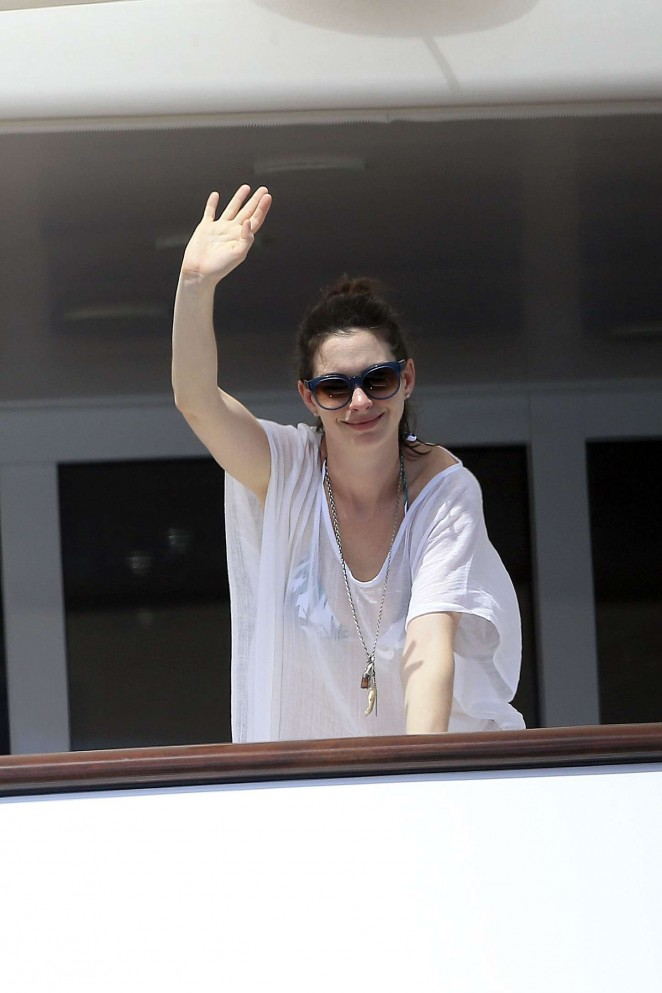 Anne Hathaway in Bikini -03