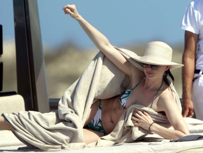 Anne Hathaway – On vacation in Ibiza