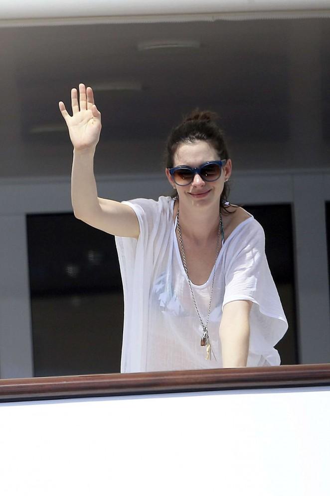 Anne Hathaway in Bikini -11