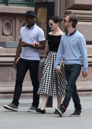Anne Hathaway in Skirt -02