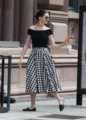 Anne Hathaway in Skirt -12