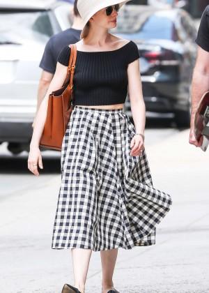 Anne Hathaway in Skirt -17